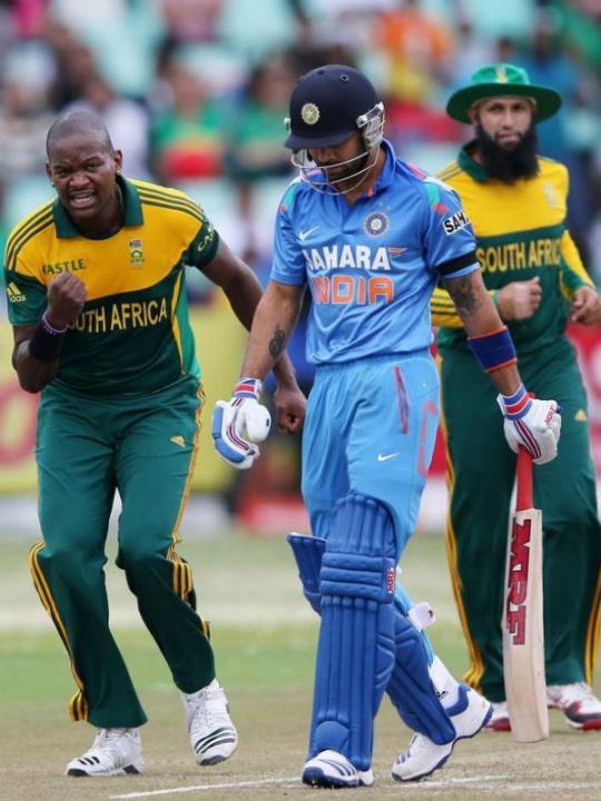 Virat Kohli fell for a duck after Lonwabo Tsotsobe (left) dismissed him. (Photo: Getty Images)