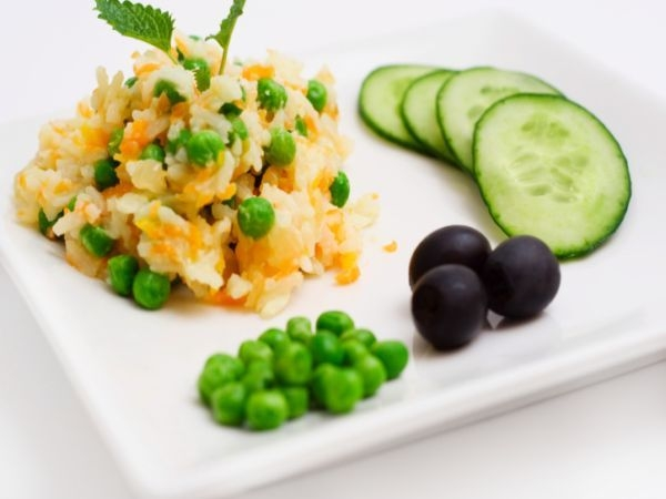 Healthy Recipe: Vegetable Brown Rice With Red Cabbage Raita