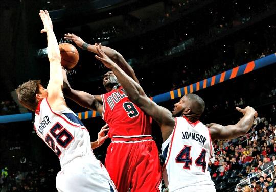 Deng Powers Chicago Bulls Over Hawks