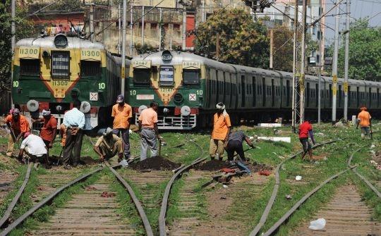 BJP Calls Rail Budget 2013 'Rae Bareli' Budget!