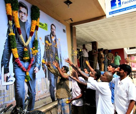 Kamal Fans Celebrate 'Vishwaroopam' Release