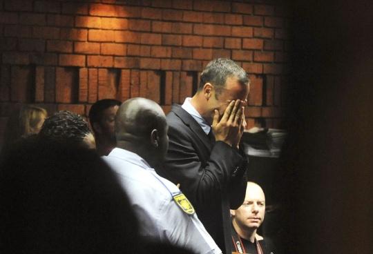 'Blade Runner' Pistorius Sobs in Court