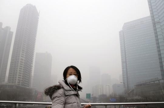 Beijing Chokes on Lingering Smog