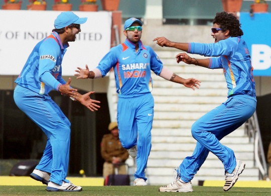 Disciplined India restrict Eng to 155