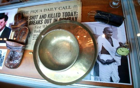 Gandhi Memorabilia Arriving in Mumbai