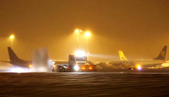 Heavy Snow Grounds Flights in UK