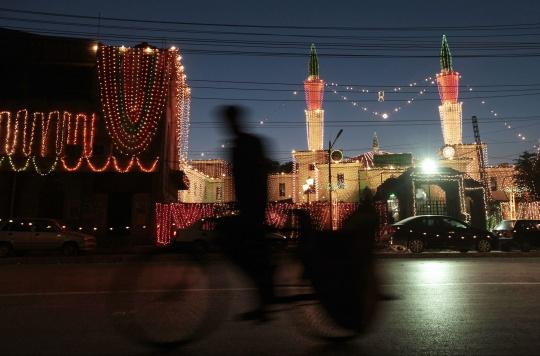 Pakistan Bars Mobile Phone Service