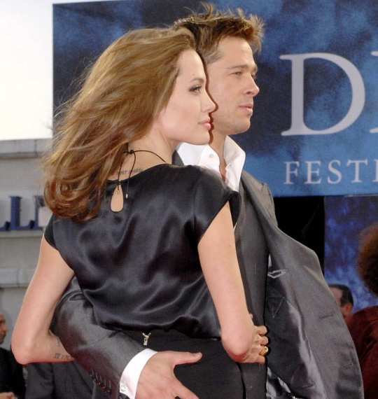 Brad Pitt Buys Private Jet for Angelina