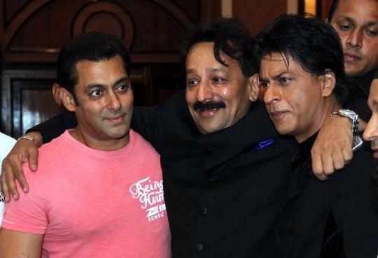 Salman Hugs SRK