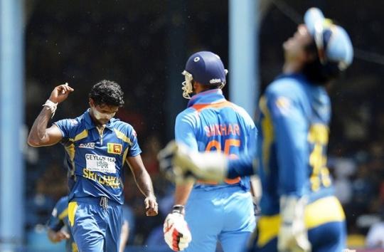 Captain Dhoni Wins Tri-Series for India