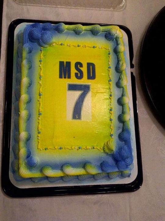 M S Dhoni cake