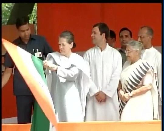 Sonia Gandhi, Rahul Gandhi & Sheila Dikshit flag off relief material for Uttarakhand flood victims