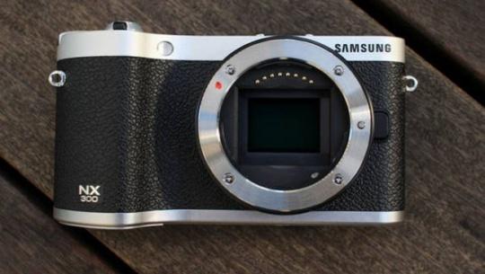 Samsung Mirrorless Cam