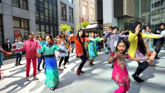 Flash Mob on 'Om Shanti Om' Songs in Japan