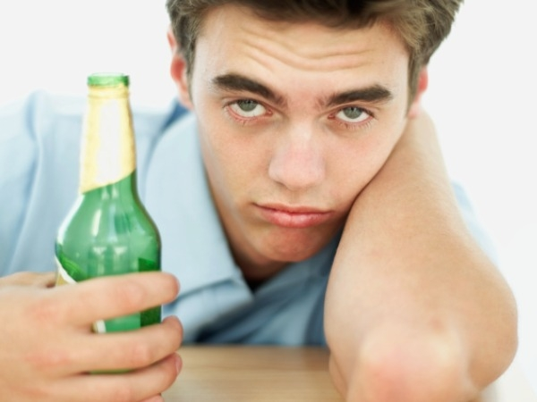 Effects of Alcohol: Problems of Alcohol on Your Skin and Eyes