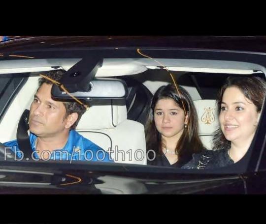 Sachin Tendulkar enters in his car