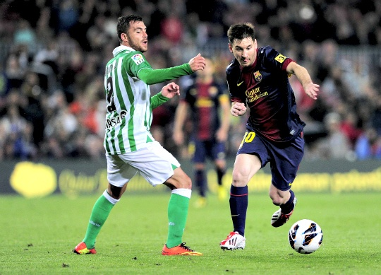 Messi Edges Barcelona Closer to Title