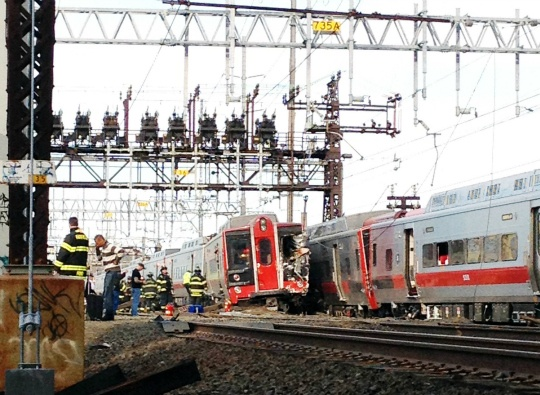 60 Injured as US Commuter Trains Collide