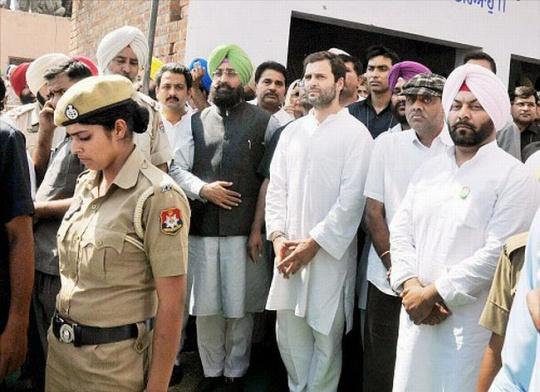 Rahul Gandhi at Sarabjit Singh's Cremation