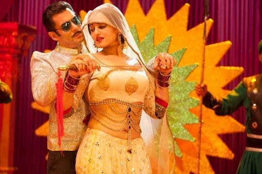 Salman Khan, Sonakshi Sinha in Dabangg 2