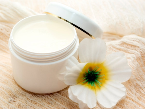 6 Ways To Include Petroleum Jelly In Your Beauty Routine