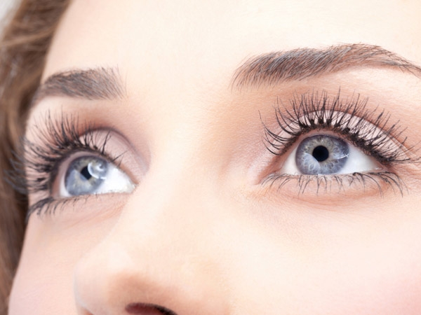 Home Remedies: Get Thicker Eyebrows Naturally
