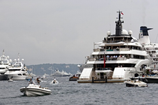 Average Billionaire Loves Yachts, Jets; Owns 4 Homes