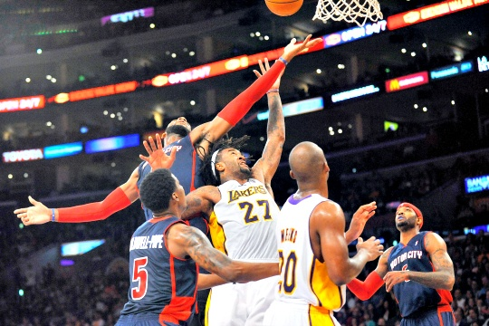 LA Lakers Rally to Down Detroit Pistons