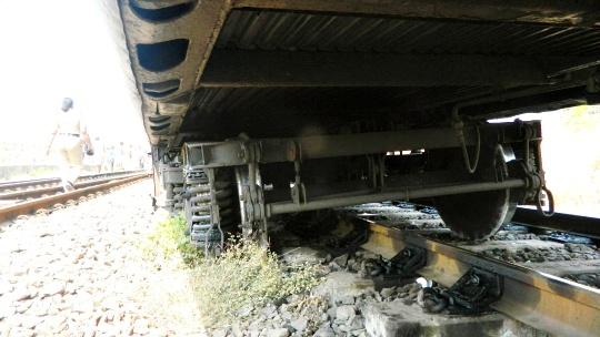 3 Dead, 29 Injured As Mangala Express Derails