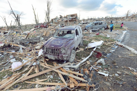 Tornadoes Rip US Midwest, 5 Dead
