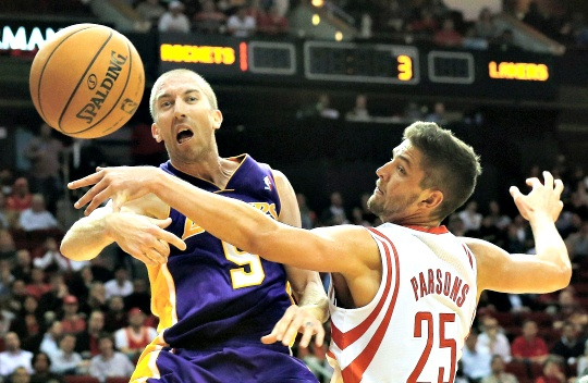 Blake Lifts Lakers Over Houston Rockets