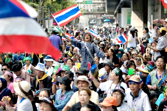 Thailand Protesters Storm Army HQ