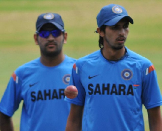 Dhoni Blasts Non-performing Bowlers