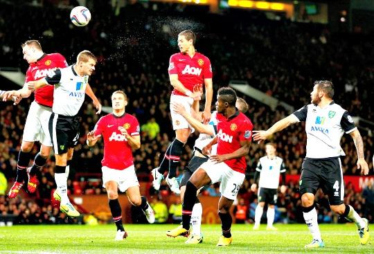 Two-Goal Hernandez Sends United Through