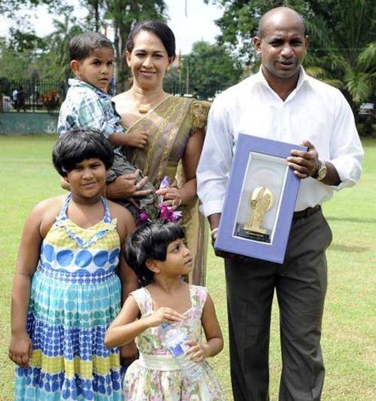 Jayasuriya's Wife Files For Divorce