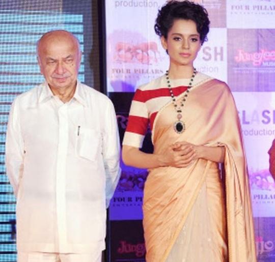 Kangana Ranaut poses alongside Indian Union Home Minister Sushil Kumar Shinde
