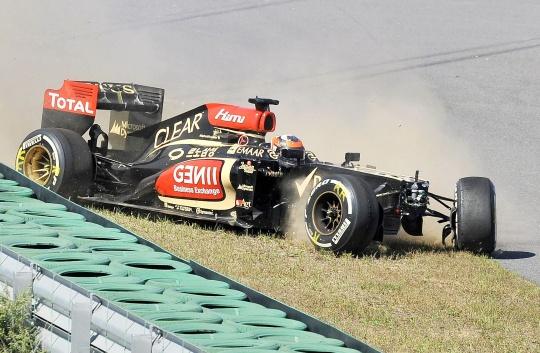Hamilton Sets Pace, Kimi Escapes Crash
