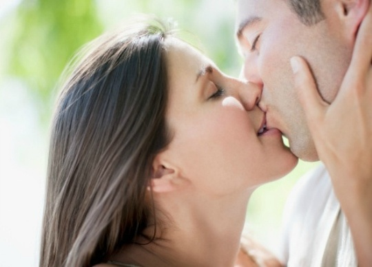 Kissing Helps in Sizing Up Partners