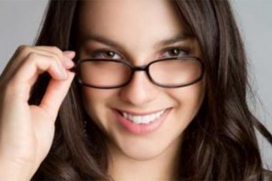 How to Look Pretty in Glasses