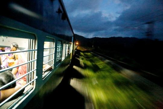 Bomb Hits Pak Passenger Train, 6 Dead