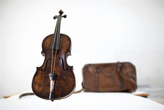 Violin Played on Titanic Sells For $1.45 Million