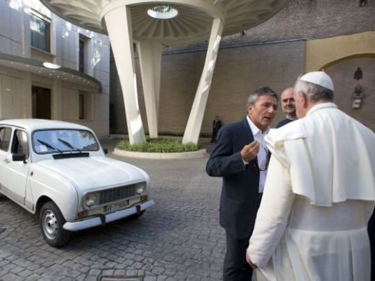 Pope Francis to Drive His Own Popemobile
