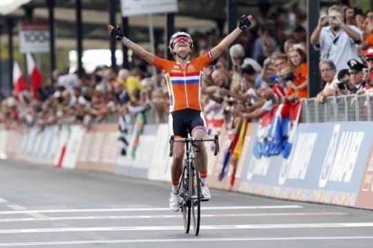 Dutchwoman Vos Defends World Title