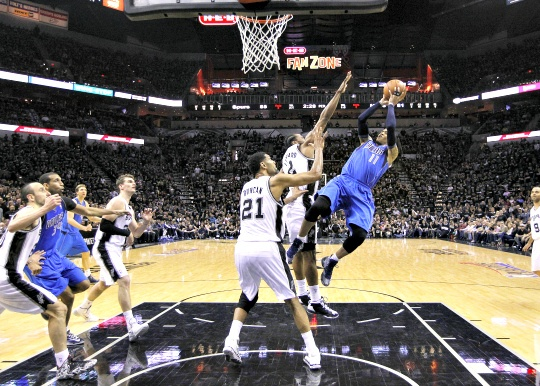 Spurs Subdue Dallas in Playoff Opener