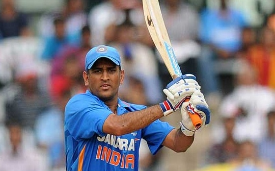Dhoni Wins Asian Award For Sports In UK