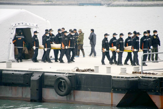 Toll in South Korea Ferry Sinking Tops 100