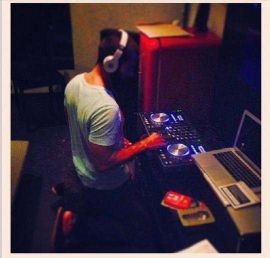 Shahid Kapoor DJ console