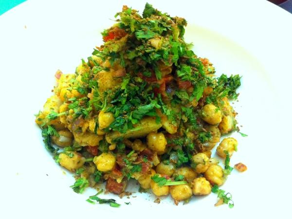 Aloo Chana (Potato & Chickpeas) Chaat Recipe