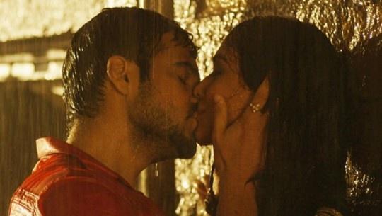 Emraan Hashmi kisses in Raja Natwarlal