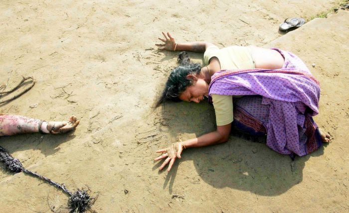 Women cryting after Tsunami